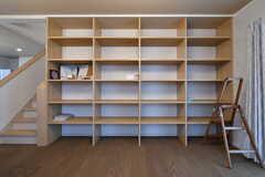 ソファスペースの対面には飾り棚が設置されています。(2018-11-05,共用部,LIVINGROOM,1F)