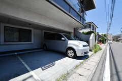 駐車場の様子。自転車とバイクも駐輪できます。(2018-06-13,共用部,GARAGE,1F)
