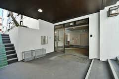 シェアハウスの正面玄関。(2020-02-05,周辺環境,ENTRANCE,1F)