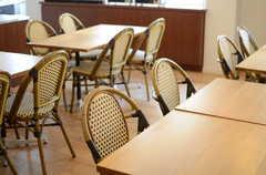 用途によって場所や席数を変えることも。(2014-03-17,共用部,LIVINGROOM,1F)