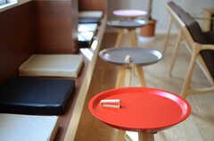 さまざまな席が用意されています。(2014-03-17,共用部,LIVINGROOM,1F)