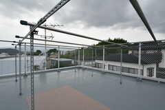 屋上の様子。物干しができます。(2020-10-07,共用部,OTHER,4F)