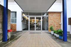 シェアハウスの正面玄関。(2010-10-15,周辺環境,ENTRANCE,1F)