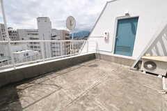 ルーフバルコニーの様子。(602号室)(2011-09-06,専有部,ROOM,6F)