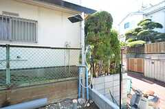 玄関前に屋外シャワーが設置されています。(2016-03-01,共用部,OTHER,1F)