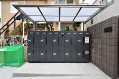 郵便受けは部屋ごとに、宅配ボックスは10個分設置されています。(2018-03-06,周辺環境,ENTRANCE,1F)