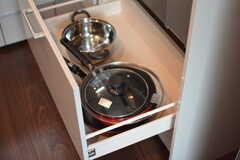鍋類は引き出しに収納されています。(2018-03-06,共用部,KITCHEN,1F)