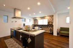 リビングの様子。キッチンが併設されています。(2020-08-17,共用部,LIVINGROOM,2F)