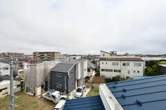 屋上からは江ノ島も見えます。鎌倉・平塚・茅ヶ崎の花火大会も楽しめるそう。(2020-08-17,共用部,OTHER,4F)