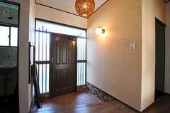 内部から見た玄関周りの様子。(2012-11-20,周辺環境,ENTRANCE,1F)