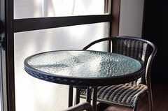 窓際は日当たり抜群。(2012-11-20,共用部,LIVINGROOM,1F)