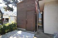背の高い小屋はサーフボードが収納できます。(2012-11-20,共用部,OTHER,1F)