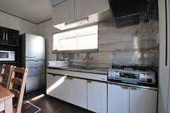 キッチンの様子。(2013-10-28,共用部,KITCHEN,1F)
