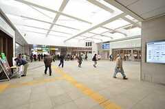 各線・茅ヶ崎駅構内の様子。ショッピングビルが直結しています。(2016-03-01,共用部,ENVIRONMENT,1F)