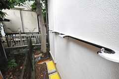 建物脇にはサーフボード置き場があります。(2013-07-29,共用部,OTHER,1F)