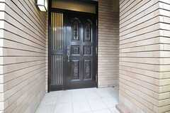 シェアハウスの正面玄関。(2013-02-18,周辺環境,ENTRANCE,1F)
