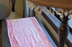 使われているテキスタイルはどこかエスニックな雰囲気。(2013-02-18,共用部,LIVINGROOM,2F)