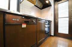 食洗機、オーブンもビルトイン。(2013-02-18,共用部,KITCHEN,2F)