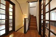 廊下の様子。リビングの目の前が201号室です。(2013-02-18,共用部,OTHER,2F)