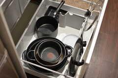 鍋類は引き出しに収納されています。(2019-11-22,共用部,KITCHEN,1F)