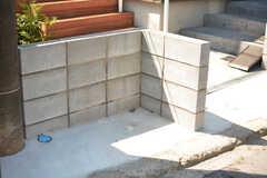 家の前にゴミ捨て場が設けられています。(2016-07-11,共用部,OTHER,1F)