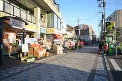駅へ向かう道は商店街です。(2016-03-01,共用部,ENVIRONMENT,1F)
