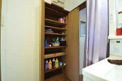 バスグッズや洗濯用洗剤を置いておける収納の様子。(2012-07-02,共用部,OTHER,1F)