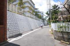 大通りを一本入るとゆったりした住宅街。(2012-07-02,共用部,ENVIRONMENT,1F)