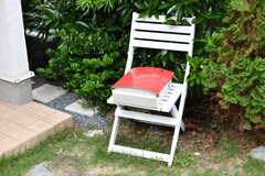 ポストの様子。椅子は運営事業者さんが自らペイントしたそう。(2019-06-04,周辺環境,ENTRANCE,1F)