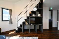 階段は収納を兼ねています。(2017-09-19,共用部,LIVINGROOM,2F)