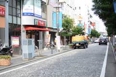 駅前から続く商店街の様子。(2017-09-19,共用部,ENVIRONMENT,1F)