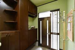 内部から見た玄関まわりの様子。(2020-11-12,周辺環境,ENTRANCE,1F)