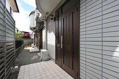 玄関ドアの様子。(2016-09-05,周辺環境,ENTRANCE,1F)