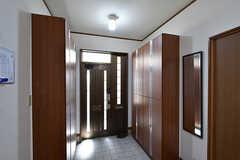 内部から見た玄関まわりの様子。(2016-09-05,周辺環境,ENTRANCE,1F)