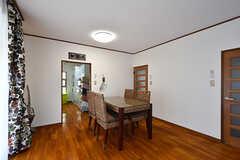 リビングの様子2。奥にキッチンがあります。(2016-09-05,共用部,LIVINGROOM,1F)