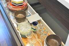 シンクの下は共用の食器が収納されています。(2016-07-06,共用部,KITCHEN,1F)