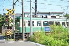 シェアハウスの前には、江ノ島電鉄が走っています。(2016-07-06,共用部,ENVIRONMENT,1F)