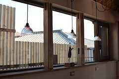 窓際のランプの様子。(2016-02-10,共用部,LIVINGROOM,1F)