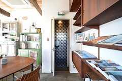 リビング兼カフェスペースにはトイレが備わっています。(2016-02-10,共用部,TOILET,1F)