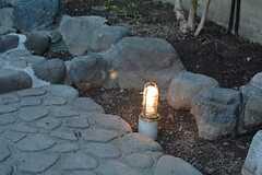 夕方になるとライトが自動的に点灯します。(2016-03-01,共用部,OTHER,1F)