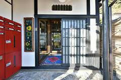 玄関は引き戸です。(2017-12-05,周辺環境,ENTRANCE,1F)