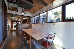 リビングの様子。土日はカフェとして営業しています。入居者さんはカフェの営業中も自由に利用できます。(2017-12-05,共用部,LIVINGROOM,1F)
