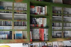 棚にもぎっしりとCDが詰まっています。(2017-12-05,共用部,LIVINGROOM,1F)