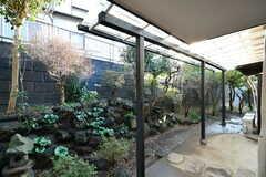 庭の様子。屋根付きです。(101号室)(2020-01-08,専有部,ROOM,1F)