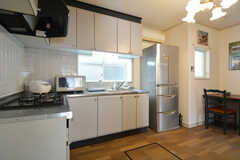 キッチンの様子。(2015-11-01,共用部,KITCHEN,1F)