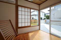 2面に窓があります。(101号室)(2015-11-01,専有部,ROOM,1F)