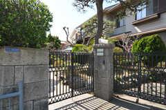 シェアハウスの門扉。(2013-03-22,周辺環境,ENTRANCE,1F)