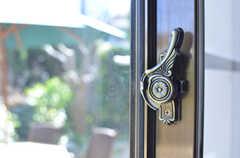 窓の鍵は羽付き。(2013-03-22,共用部,LIVINGROOM,1F)