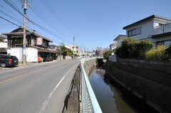 江ノ島電鉄・腰越駅からシェアハウスへ向かう道の様子。(2013-03-22,共用部,ENVIRONMENT,1F)