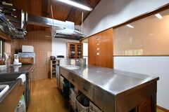 運営事業者さんは料理人。普段から使いやすいようにと、業務用キッチンを設置しています。(2018-11-28,共用部,KITCHEN,2F)